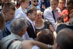 Zelensky se reúne en Mariupol con jóvenes y representantes empresariales (Fotos)