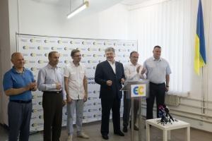 Порошенко представив кандидатів-мажоритарників від своєї партії