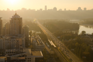"""У центрі Києва та на Оболоні """"зашкалює"""" забруднення діоксидом азоту"""