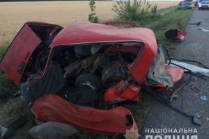 На Одещині Lexus влетів у припаркований ВАЗ, троє загиблих