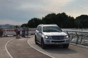 """Водителя, заехавшего на """"стеклянный"""" мост, установили - Кличко"""
