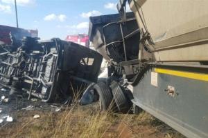В ЮАР автобус с подростками столкнулся с такси: 24 погибших