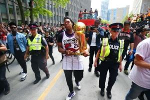 В Торонто прошел парад чемпионов НБА