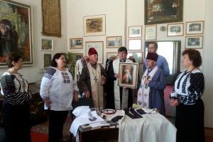 Мастерицы Тернопольщины вышивают рубашку для Балуха