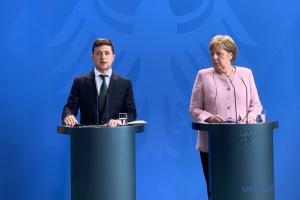 """Зеленський і Меркель обговорили зустріч """"нормандських радників"""""""