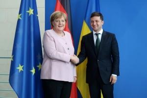 Merkel: El tema del tránsito de gas a través de Ucrania es de vital importancia