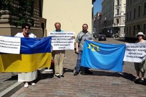 """У Ризі провели акцію на підтримку кримських татар, засуджених в РФ по """"справі Хізб ут-Тахрір"""""""