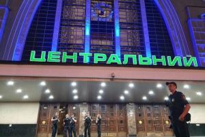 """У Києві знову """"замінували"""" залізничний вокзал"""
