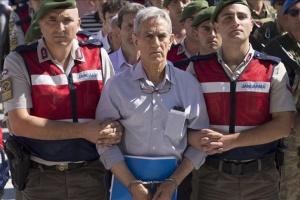 В Турции за участие в путче 17 обвиняемым дали 141 пожизненное