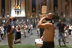 Поліція газом і гумовими кулями розігнала мітинг під парламентом Грузії
