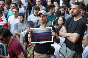У Грузії поновилися протести під парламентом