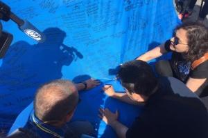 До Києва привезли кримськотатарський прапор, який побував у 28 країнах
