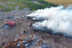 На Рівненщині горить сміттєзвалище