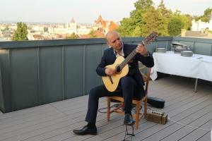 Посли України та Норвегії відкрили гітарний концерт Ференца Берната в Будапешті