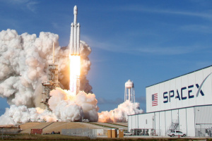 SpaceX та NASA здійснили запуск пілотованого корабля з космодрому у Флориді