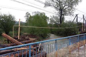 Сильні дощі пошкодили шість пішохідних мостів та 15 переїздів на Прикарпатті