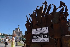 У центрі Києва встановили Залізний трон