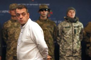 Бірюков заявляє, що Міноборони не зможе купувати каски й бронежилети через обшуки