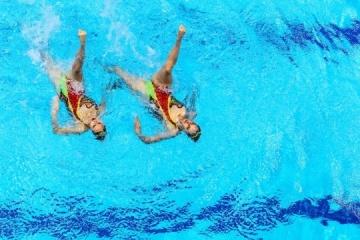 Nadadoras sincronizadas de Ucrania ganan las competiciones de dúos en la Serie Mundial en Barcelona