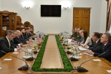 Ucrania y EE.UU. discuten la compra de técnica militar