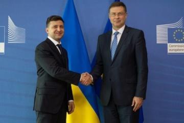 President denies rumors about declaring default in Ukraine