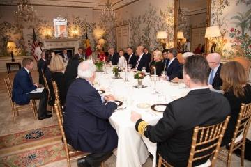 ゼレンシキー大統領、クシュナー米国大統領上級顧問などとブリュッセルで夕食