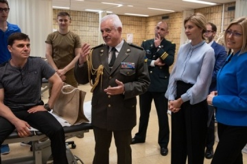 Ukraine's First Lady visits soldiers undergoing rehabilitation in Brussels. Photos