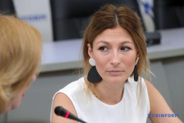 Emine Dschaparowa wird erste stellvertretende Außenministerin