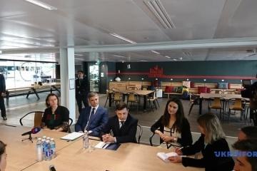 Zelensky en París visita la incubadora de startups Station F (Fotos)