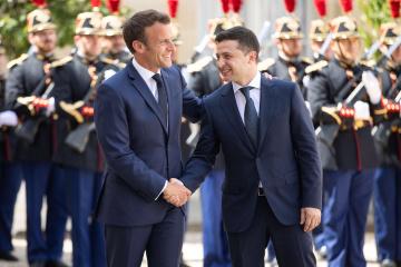 C'est officiel : Emmanuel Macron recevra Volodymyr Zelensky à Paris