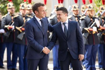 La rencontre entre Volodymyr Zelensky et Emmanuel Macron a commencé