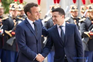 Zelensky et Macron ont discuté de la situation dans le Donbass et de la décision de la Cour constitutionnelle