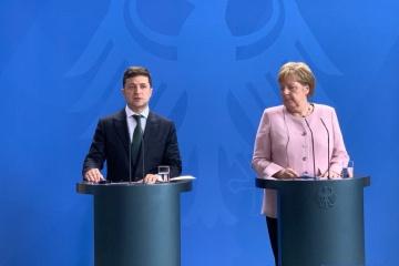 Flugzeugabschuss: Selenskyj ruft Merkel auf, zur Bestrafung der Verantwortlichen beizutragen