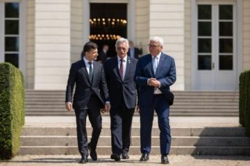 Zelensky, Steinmeier discuss Normandy format. Photos