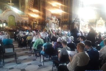 Konflikt zwischen Filaret und PZU: Zwei Kirchenversammlungen finden in Kyjiw statt – Fotos