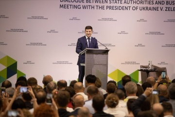 President calls on Ukrainian business people to invest in Donbas restoration