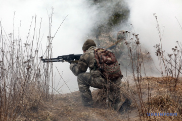 Vier Verletzungen der Waffenruhe im Donbass