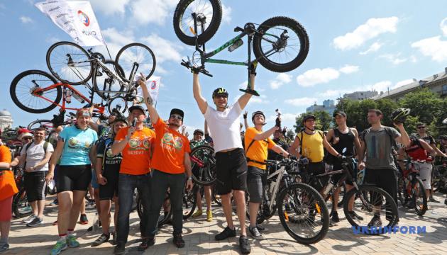 Участие в велопробеге в Киеве приняли 5 тысяч человек