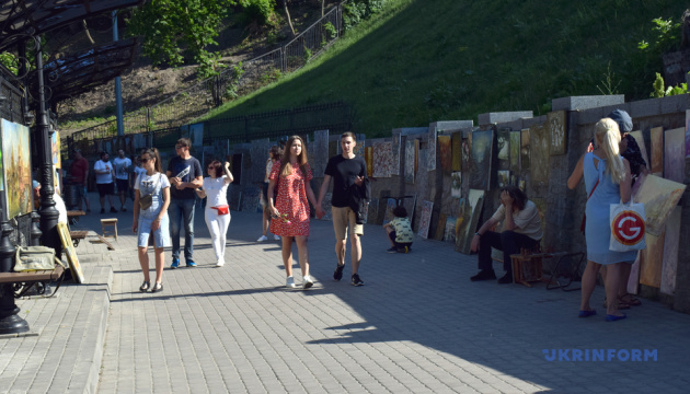 У Києві відкрили оновлену Алею художників