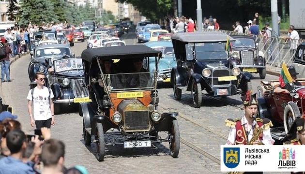 Львівський автофест Leopolis Grand Prix показав 200 ретро автівок із 18 країн
