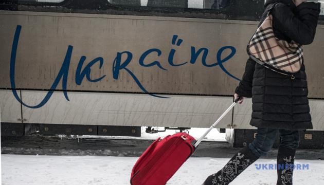 Укрзализныця назначила 7 дополнительных поездов на зимние праздники