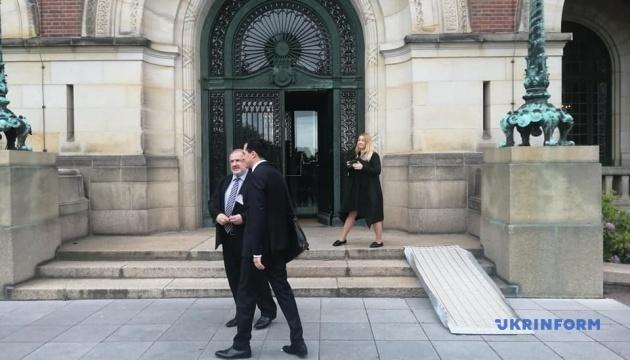 Українська делегація прибула на засідання Суду в Гаазі щодо агресії РФ