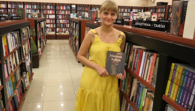 Українська письменниця розповіла секрет успіху українок-султан