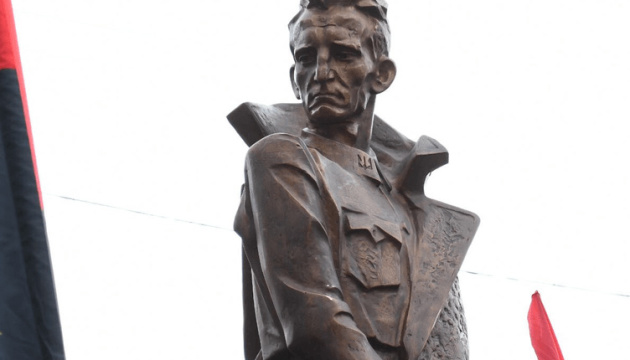 Посли Польщі й Ізраїлю висловили протест проти відкриття пам'ятника Шухевичу у Франківську