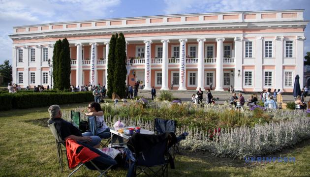 Відвідувачів оперного фесту в Тульчині частуватимуть «Обідом Вампіра»