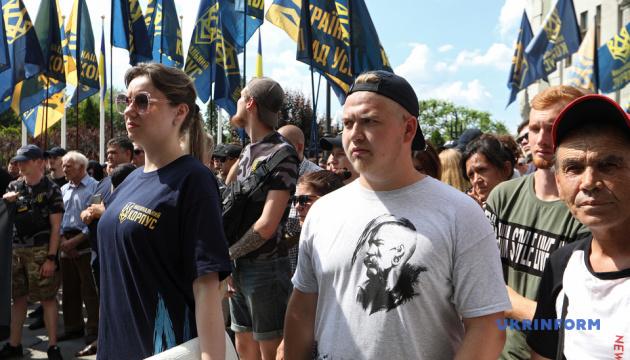 Громадянство для іноземців-добровольців: активісти передали вимоги АП
