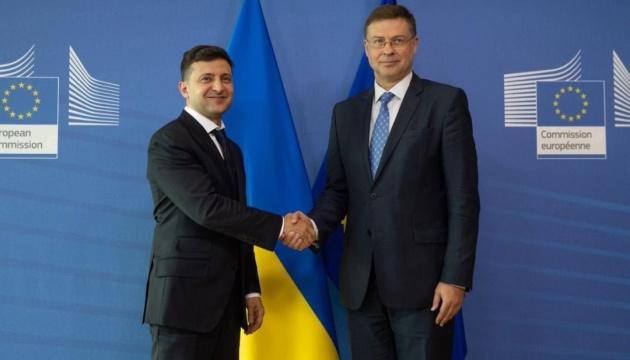 Зеленський у Брюсселі спростував чутки про дефолт в Україні