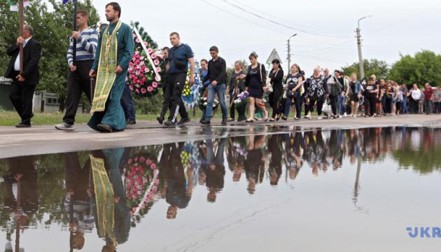 Getötetes Kind in Perejaslaw-Chmelnyzkyj beigesetzt - Fotos