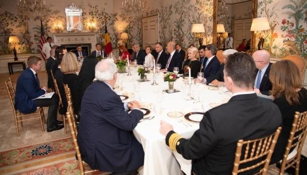 Zelensky participa en una cena en la Embajada de EE.UU. en Bruselas (Fotos)