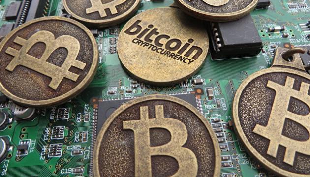 Курс Bitcoin впервые за 2 месяца превысил $12 тысяч